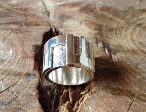 Zilveren ring met letters