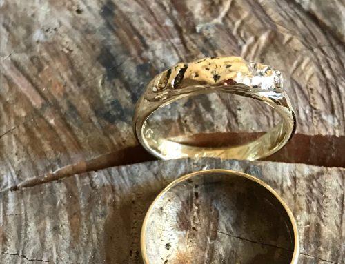 Aangepaste gouden trouwring