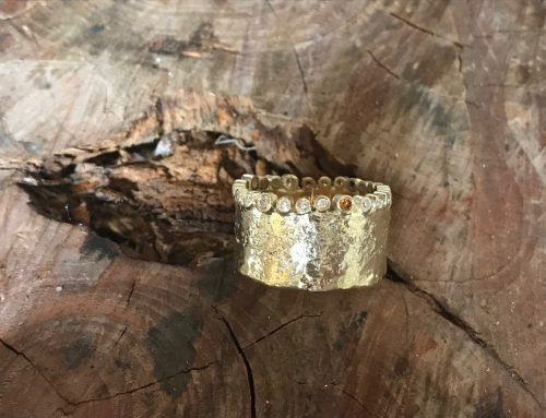 14 Kt gouden ring met diamanten