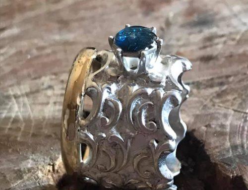 Ring gemaakt uit allemaal dierbare sieraden