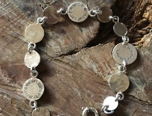 Zilveren armband met coördinaten